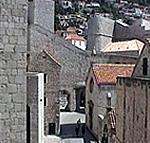 Strada e mura del Convento Domenicano (Dominikanski samostan), Dubrovnik (Ragusa). Autore e Copyright: Marco Ramerini