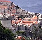 La parte occidentale delle mura di Ragusa (Dubrovnik), la torre Minceta è sulla sinistra. Autore e Copyright: Marco Ramerini