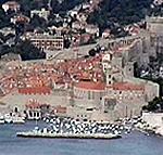 Le mura di Dubrovnik (Ragusa) e l'area del porto. Autore e Copyright: Marco Ramerini