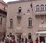 Palazzo Comunale o Palazzo dei Rettori, Trogir (Traù), Croazia. Autore e Copyright: Marco Ramerini