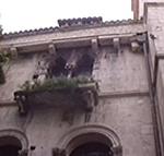 Particolare di un palazzo, Trogir (Traù), Croazia. Autore e Copyright: Marco Ramerini