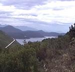 Le Bocche di Cattaro (Boka Kotorska). La strada bianca sulla sinistra porta al confine con il Montenegro. Autore e Copyright: Marco Ramerini