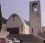 La chiesa di Santa Barbara (progettata dall'architetto Pulitzer Finali, 1936-1937), Arsia (Raša), Istria, Croazia. Autore e Copyright: Marco Ramerini