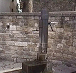 Fontanella d'acqua in stile fascista (fascio littorio), Montona (Motovun), Istria, Croazia. Autore e Copyright: Marco Ramerini