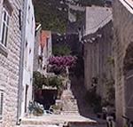 Una strada e le mura di Ston (Stagno), Dalmazia, Croazia. Autore e Copyright: Marco Ramerini