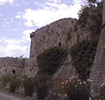 La più masiccia fortezza di Ston (Stagno), Veliki Kastio (Vecchio Castello), si trova nell'angolo sud-occidentale della città. Autore e Copyright: Marco Ramerini