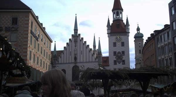 Altes Rathaus, Marienplatz, Monaco, Baviera. Autore e Copyright Liliana Ramerini